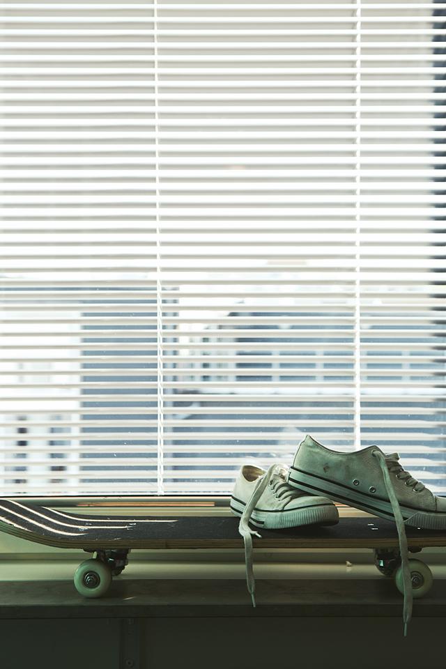 persienner skateboard skor converse fönsterbräda