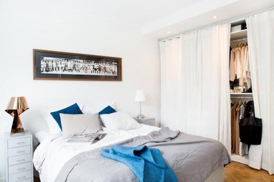 Säng överkast filt lampa garderob konst