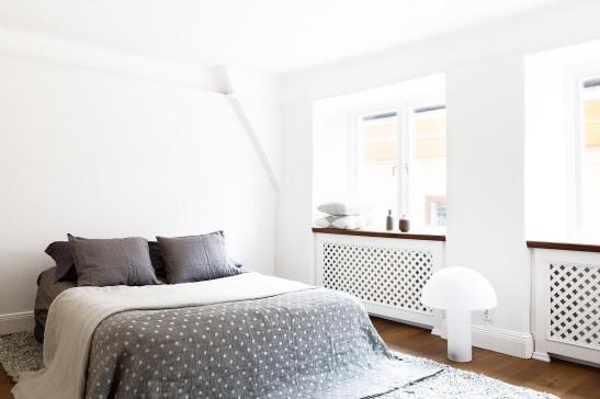 Sovrum säng kuddar Dirty Linen lampa habitat överkast filt matta