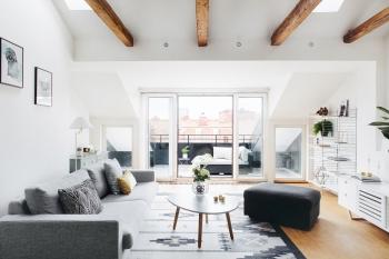 Vardagsrum soffa soffmöbler takvåning takterrass fönster