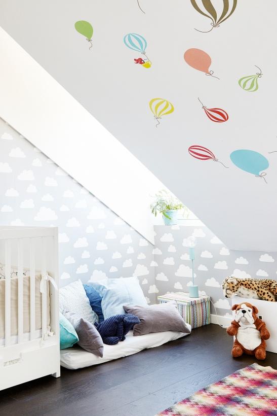 Barnkammare sovrum ballonger kuddar säng
