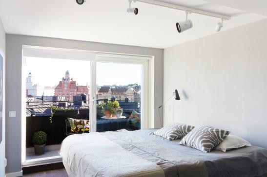 Säng utsikt takterrass kuddar Josef Frank