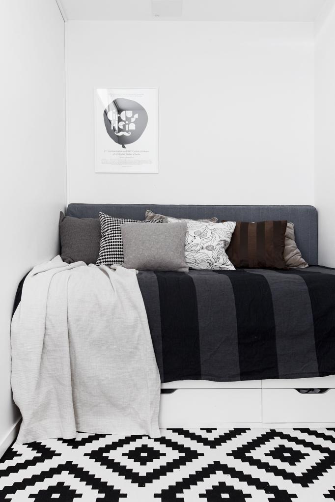 soffa matta konst kuddar pläd