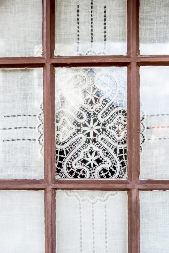 Bromma fönster trä spröjs sydd gardin