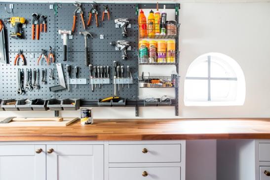 Bromma källare verktyg ordning arbetsbänk