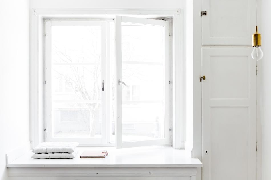 fredhäll-fönsterfoder-sittplats-ljust