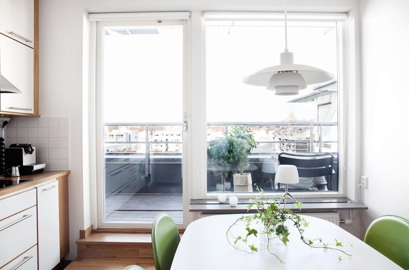 Hammarby sjöstad kök matbord utsikt terrass
