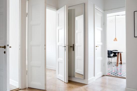 Kungsholmen hall vita spegeldörrar orginal parkett ingång kök