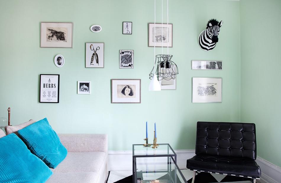 kungsholmen-vardagsrum-tavelvägg-pastellfärg