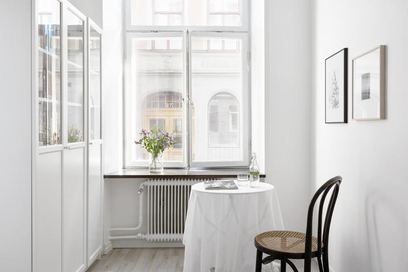 Norrmalm matbord sekelskiftesfönster