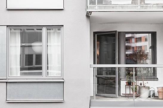 sjöstaden-fasad-balkong-gråskala