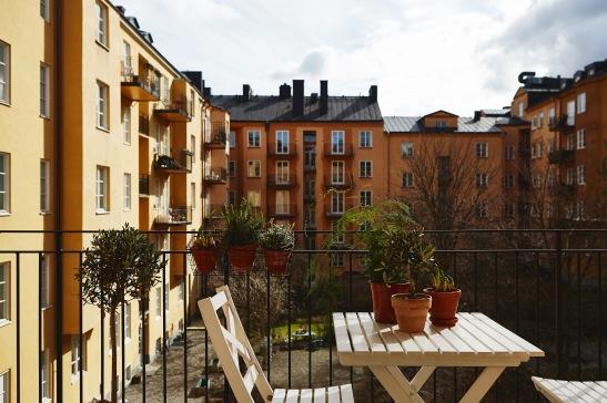 vasastan-ute-balkong-sol-sommar