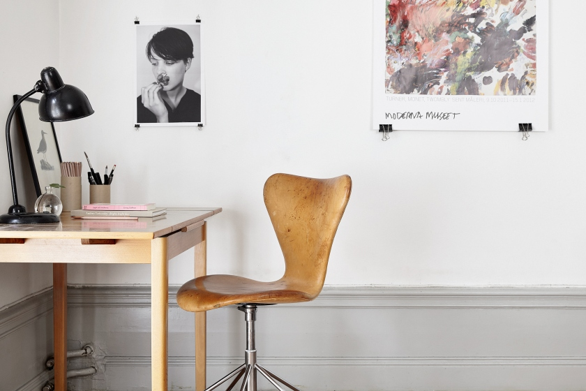 Vasastan vardagsrum arbetshörna arbetsbord stol