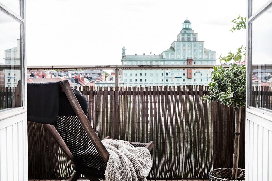 Atlasmuren 16 Stockholm balcony view green nature brown beige takåsar roof tops heaven fantastic frank