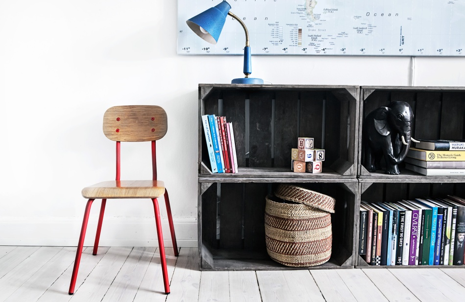 Atlasmuren 16 stockholm retro school chair blue red boxes atlas books elephant såpat golv fantastic frank