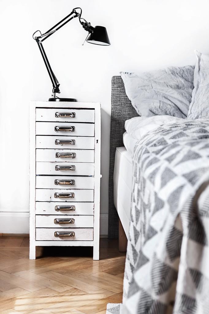 Atlasvägen 16 stockholm archive arkiv black grey white fiskbensparkett bed bedroom fantastic frank
