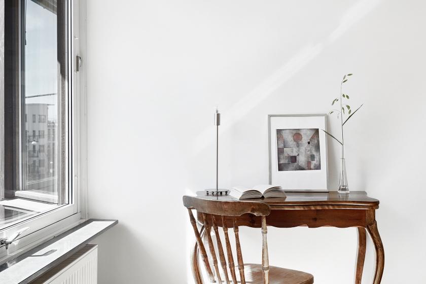 Hammarby sjöstad vardagsrum skrivarbänk tavla utsikt