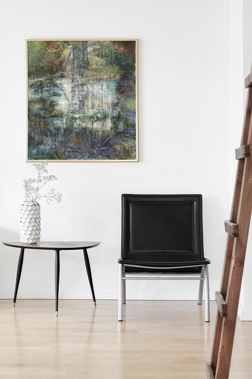 Hammarby sjöstad vardagsrum stol tavla trästege sideboard