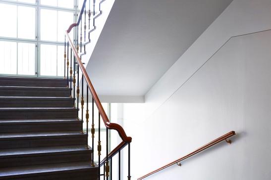 Kungsholmen trappuppgång ljusflöde träräcke