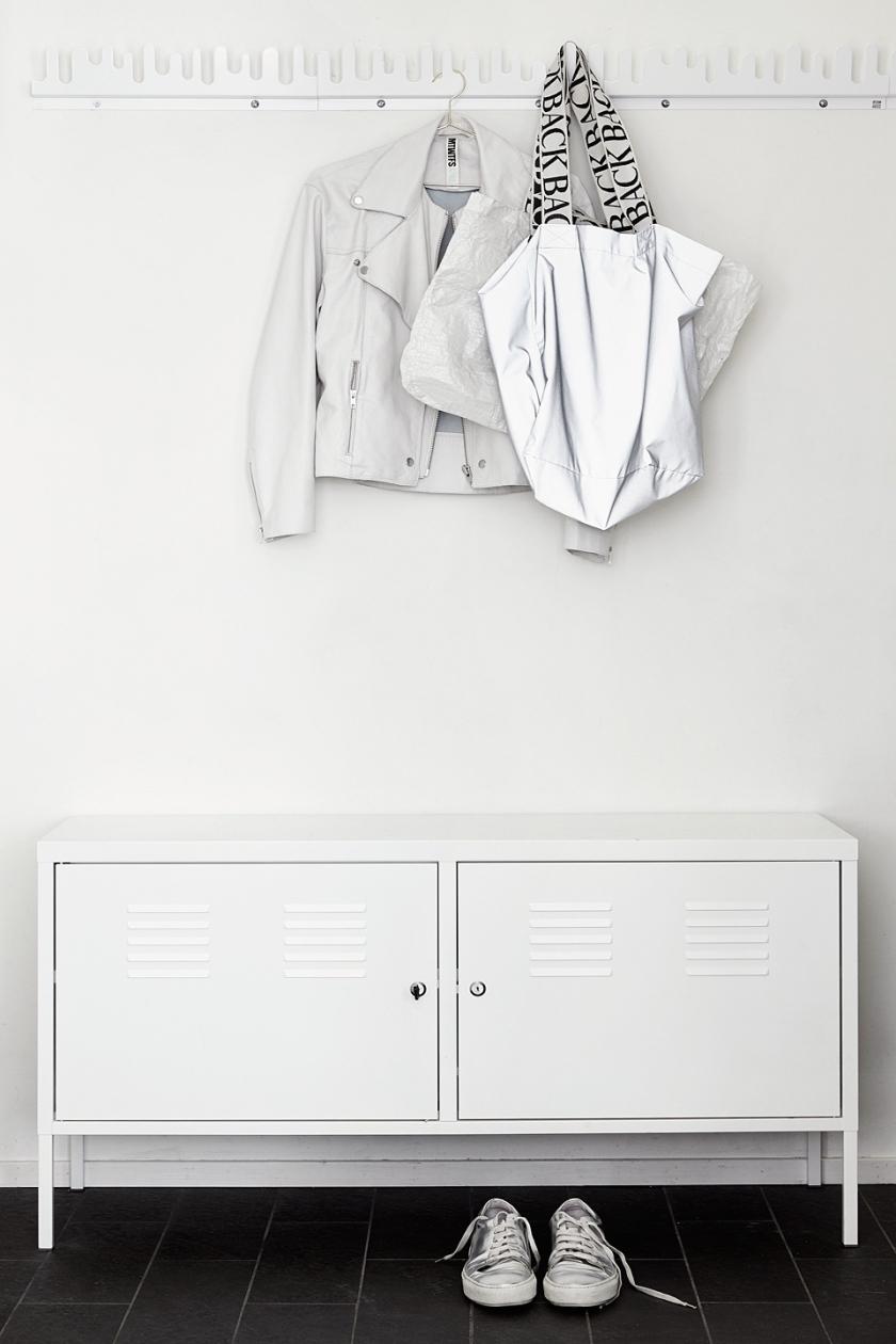 Södermalm hall vitt vitt skåp IKEA