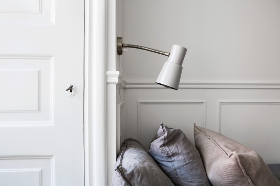 Vasastan dörrfoder garderob sänglampa industri kuddar