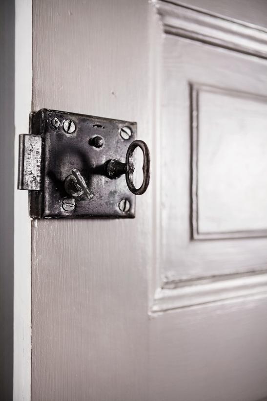 Vasastan gråmålad dörr original