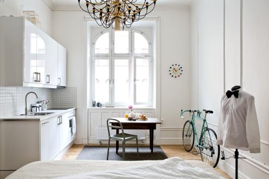 Vasastan kök cykel dressing bågform fönster matsalsbord dukat