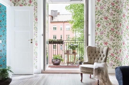 Sveavägen 121 livingroom balcony armchair romance romantic wallpaper flowers fantastic frank