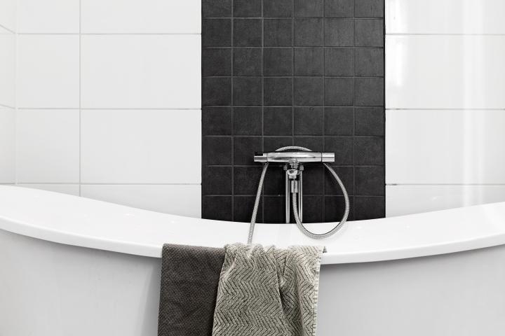 Götgatan Södermalm badrum svart vitt grått enkelt kakel Fantastic Frank