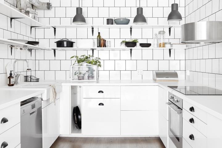 Götgatan Södermalm Kök vitt svart ljust silver nyrenoverat Fantastic Frank