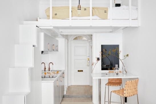 Östermalmsgatan Kitchen yellow white leather vase Carina Seth Andersson Hope Fantastic Frank