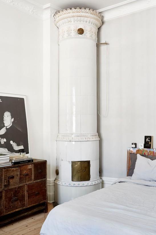 Hjärnegatan kakelugn bedroom wood art Fantastic Frank