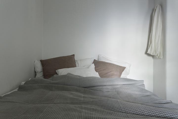 Kaplansbacken Kungsholmen bedroom shadows pillows Fantasticfrank