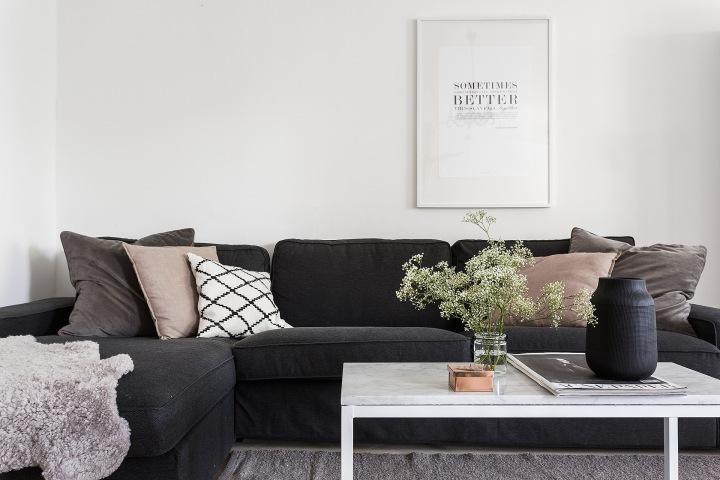 Kaplansbacken Kungsholmen livingroom sofa flowers vase Fantasticfrank