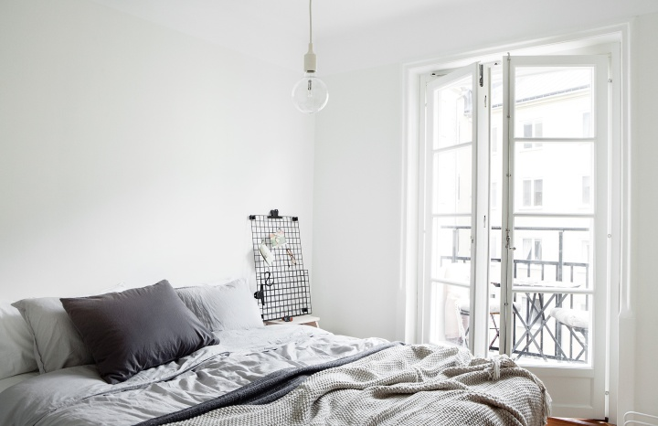 Ringvägen Sofo bedroom balcony grey white Fantastic Frank