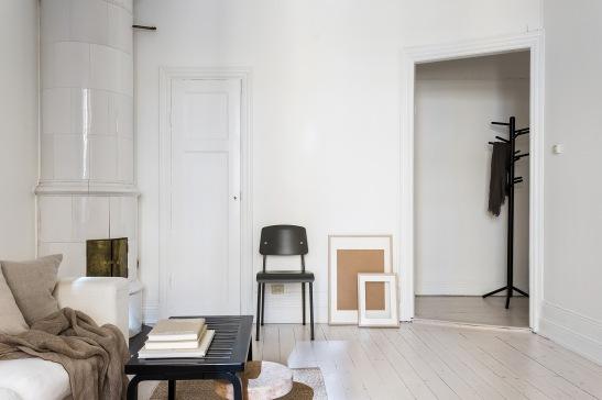 Vasastan Döbelnsgatan livingroom kakelugn painted floor artek Fantastic Frank