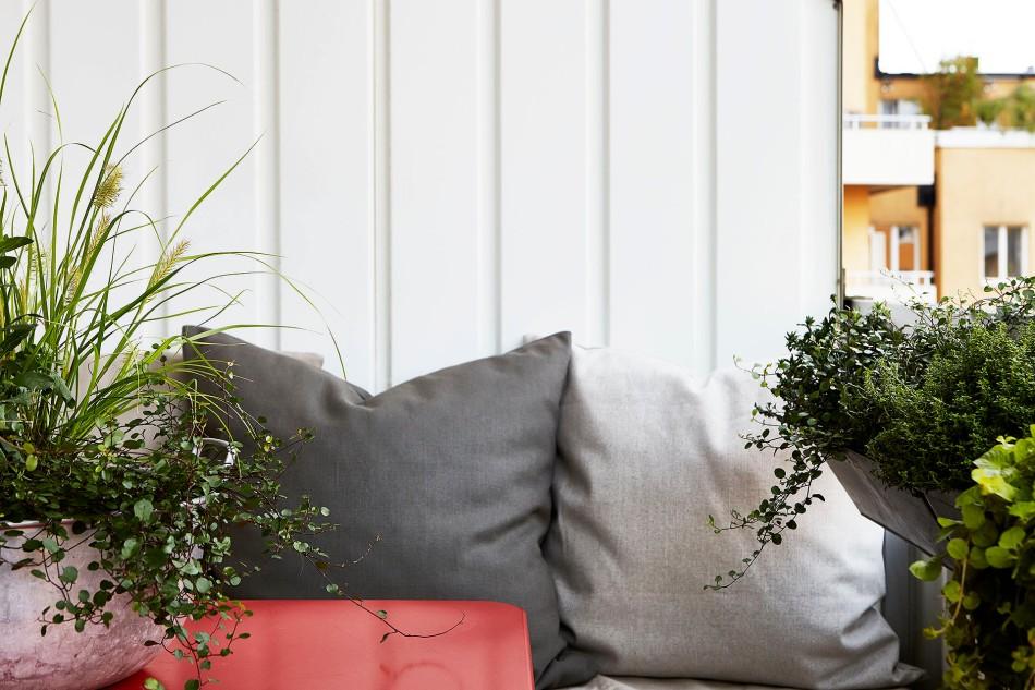 Alströmergatan Kungsholmen Balcony pillows grönska flowers Fantastic Frank