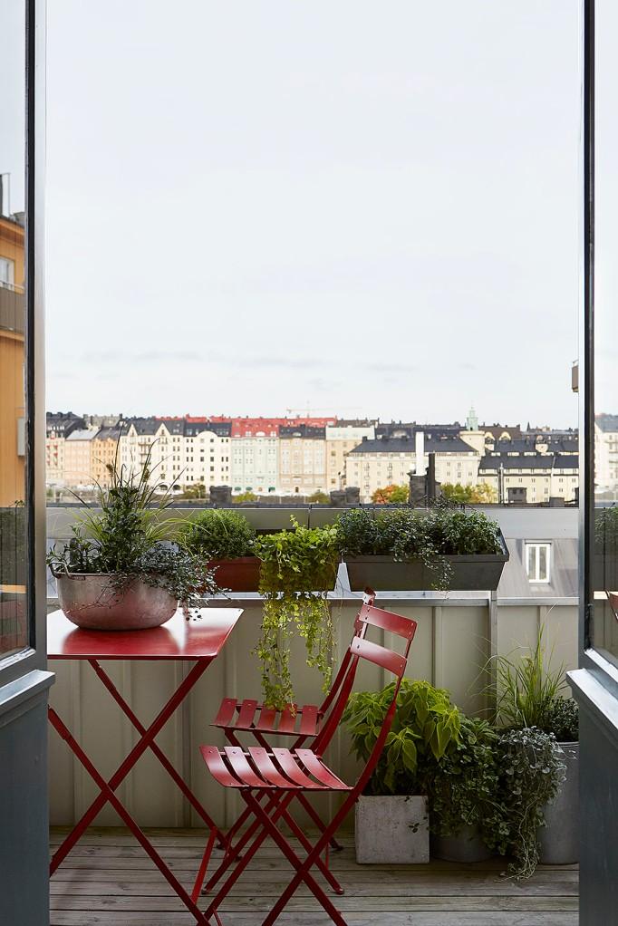 Alströmergatan Kungsholmen Balcony view red Fantastic Frank