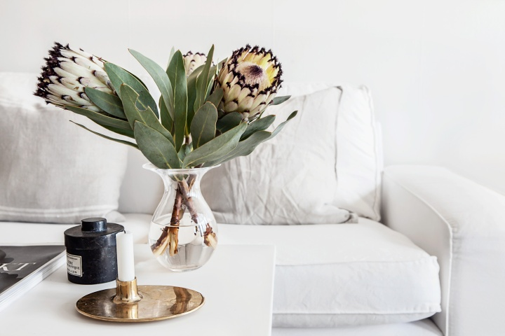 Grevgatan Östermalm Blomma soffa ljus vardagsrum Fantastic Frank