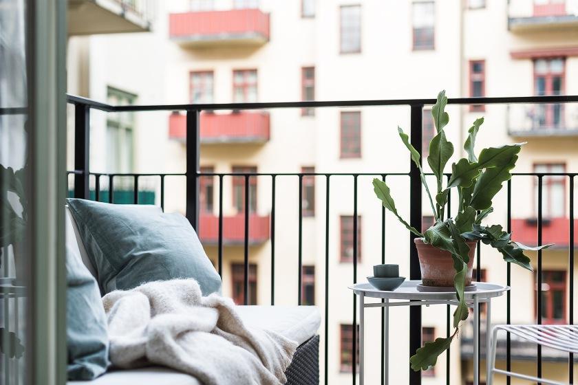 Karlbergsvägen vasastan balcony pillows blanket Fantasticfrank