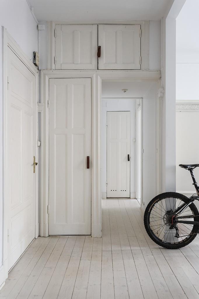 Rörstrandsgatan Birkastan Hallway letaher wood redwood Fantastic Frank