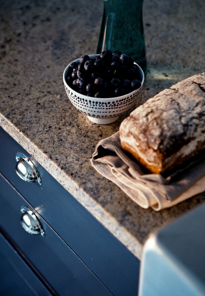 sankteriksgatan kunsholmen stockholm bread olives water stone bench kitchen grey fantasticfrank