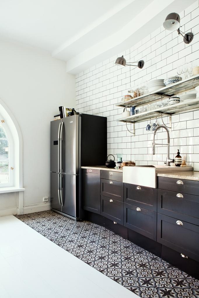 sankteriksgatan kunsholmen stockholm kitchen black white industrial fantasticfrank