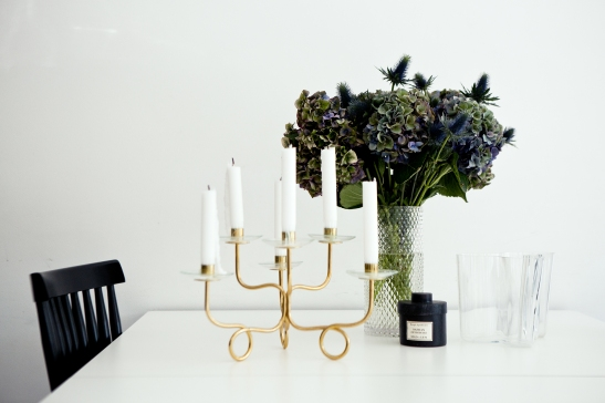 sankteriksgatan kunsholmen stockholm kitchen flower dining brass blue candle fantasticfrank