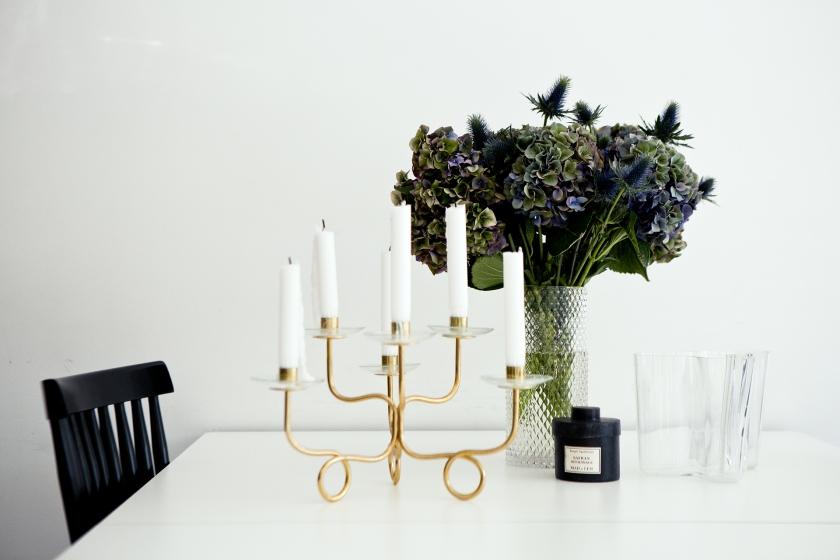 sankteriksgatan kunsholmen stockholm kitchen flower dining brass blue candle fantasticfrank