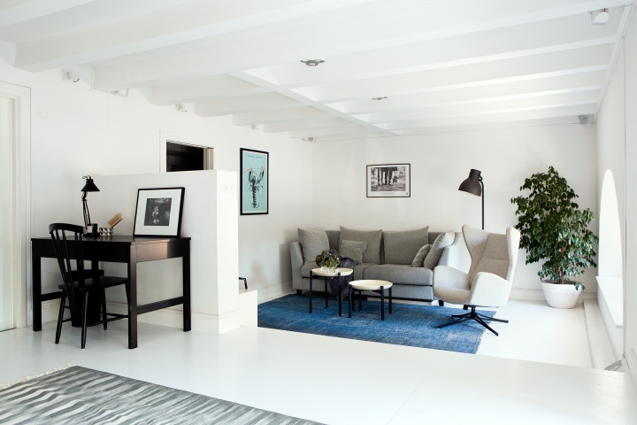 sankteriksgatan kunsholmen stockholm livingroom blue black white office wood tree fantasticfrank