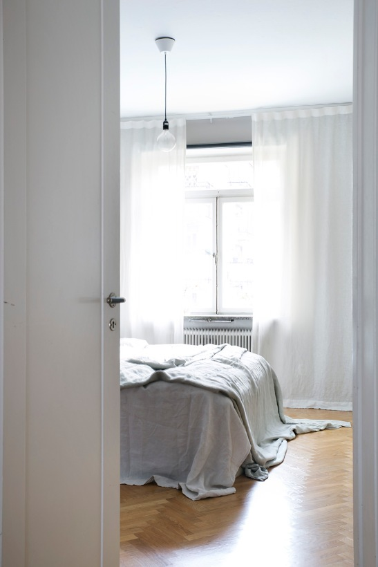 Södermannagatan Sofo bedroom grey white fiskbensparkett Fantastic Frank