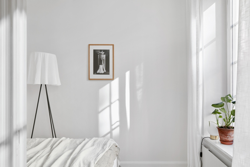 Södermannagatan sofo bedroom white sunlight romantic fantasticfrank