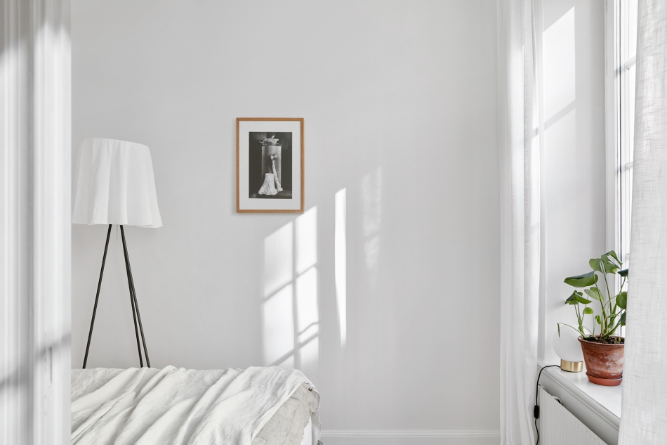 Södermannagatan sofo bedroom white sunlight romantic fantasticfrank