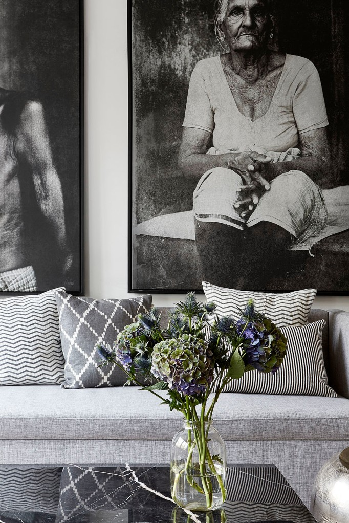 Svarvargatan Kungsholmen townhouse sofa marble flowers art black white blue Fantasticfrank